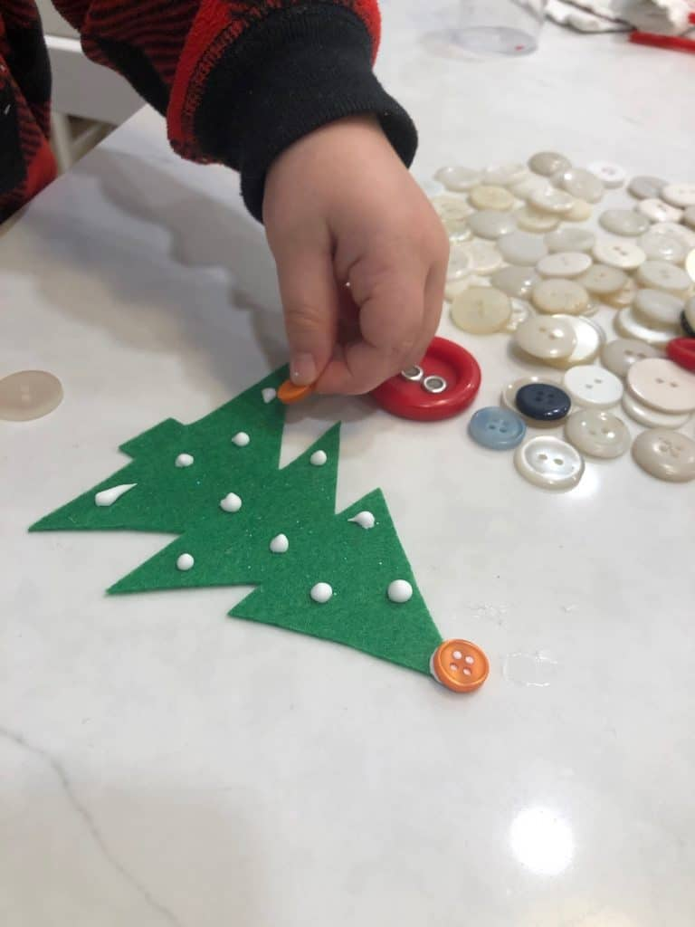 Dabs of glue on felt tree for buttons