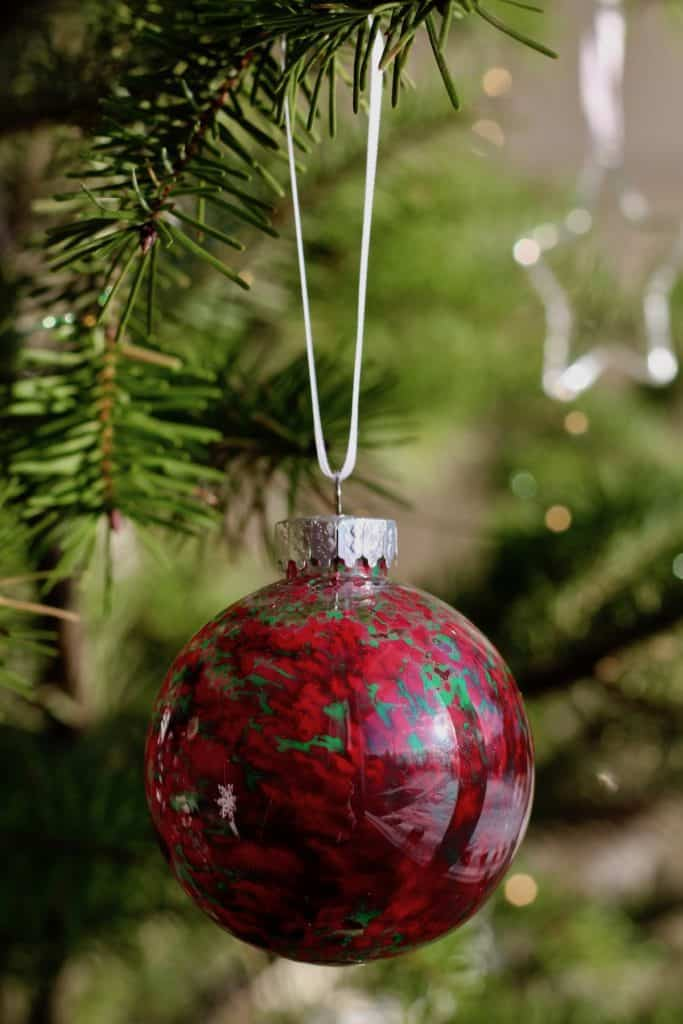 Deep red Christmas ball - DIY Project