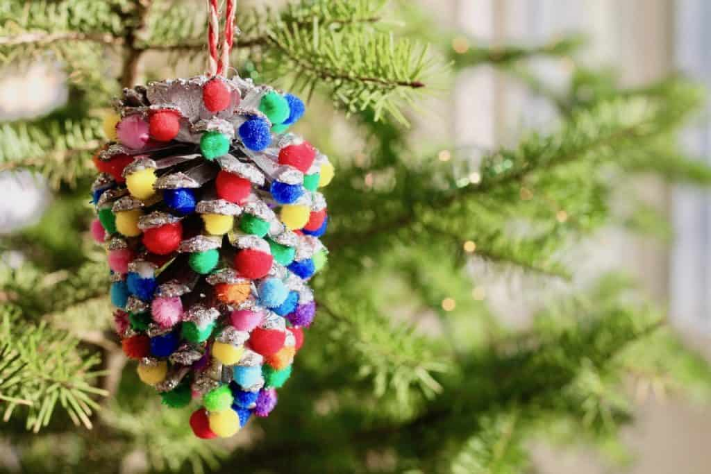 Easy Kids Pinecone Ornament for Christmas