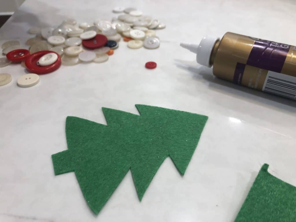 Felt christmas tree craft for toddlers