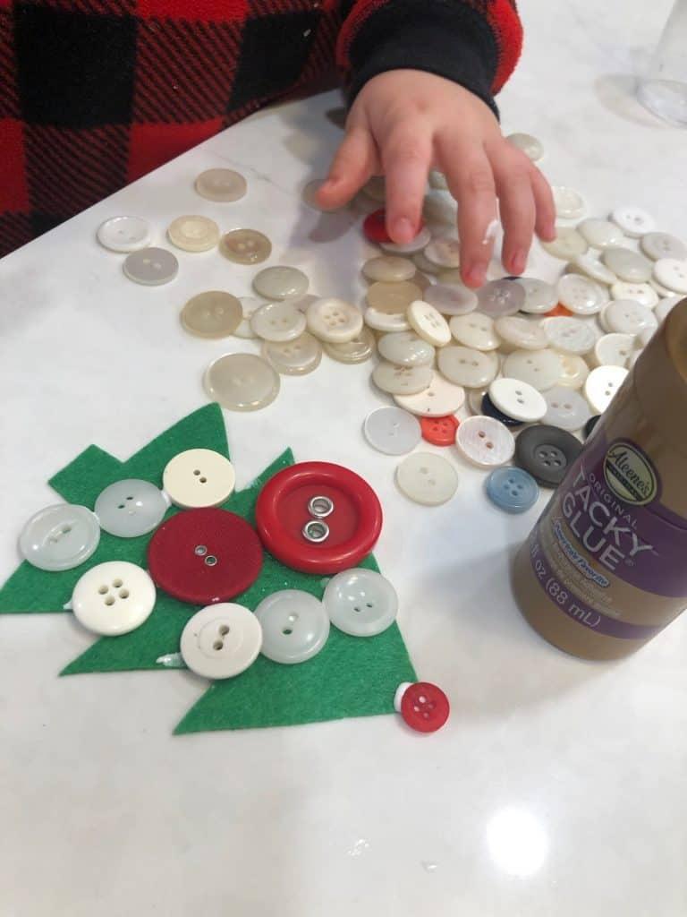 Preschool christmas craft - button tree