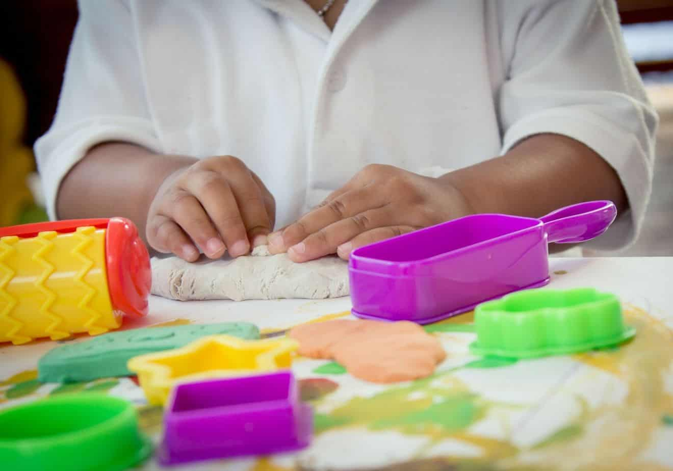 DIY playdoh for toddlers (indoor summer craft ideas)
