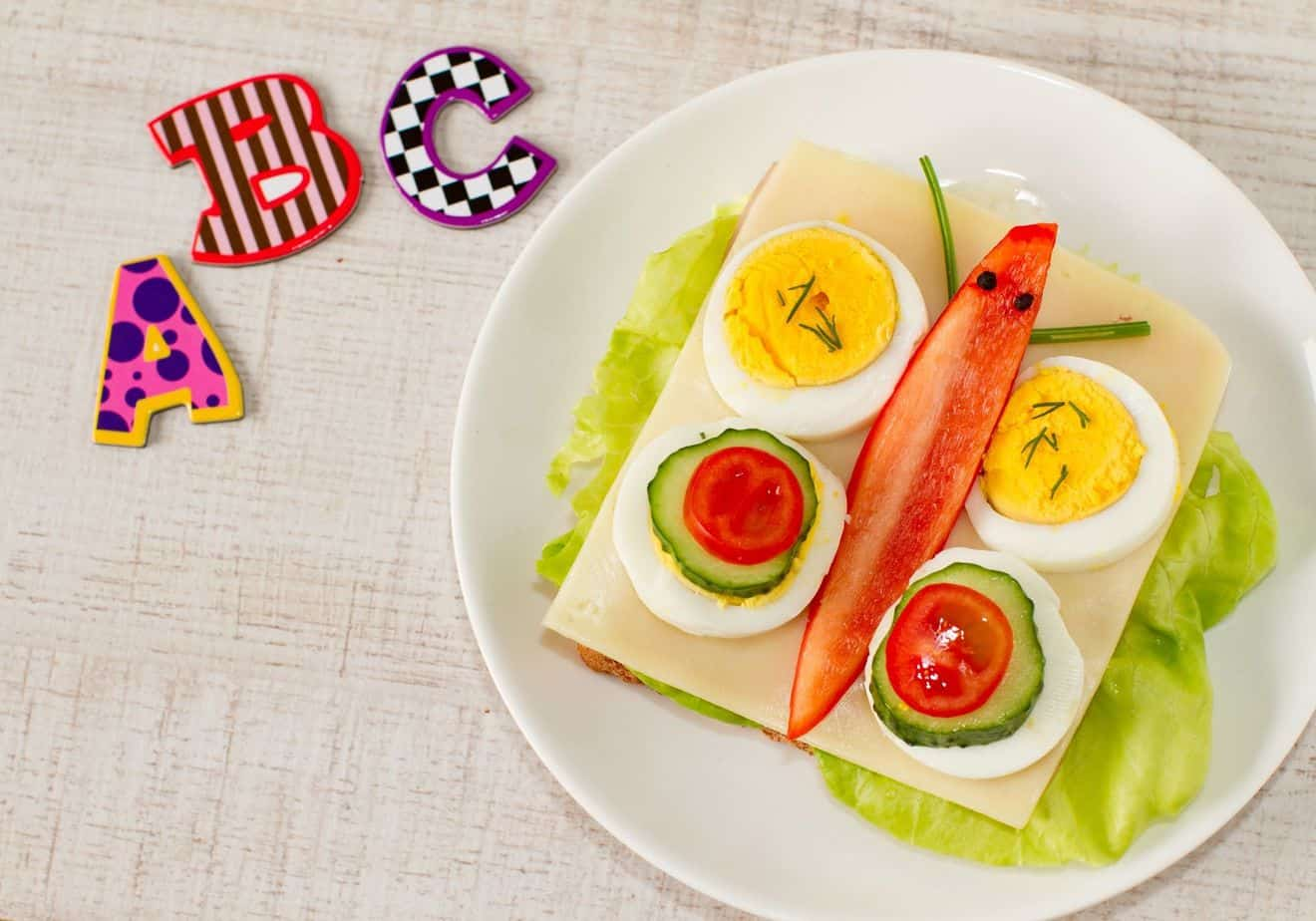 Summer Activity For Toddlers - Indoor Picnic