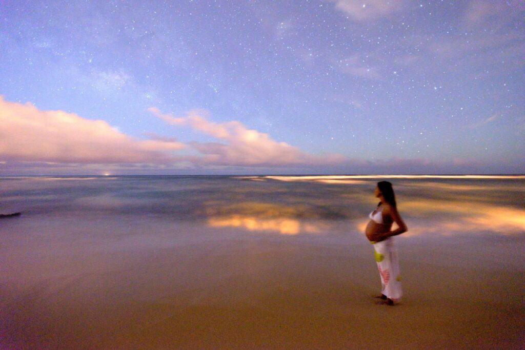 beach maternity photos at sunset