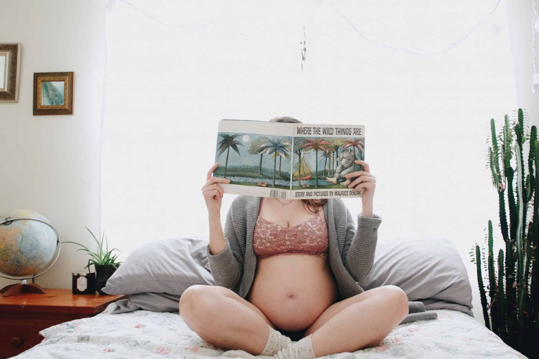 maternity photos - studying
