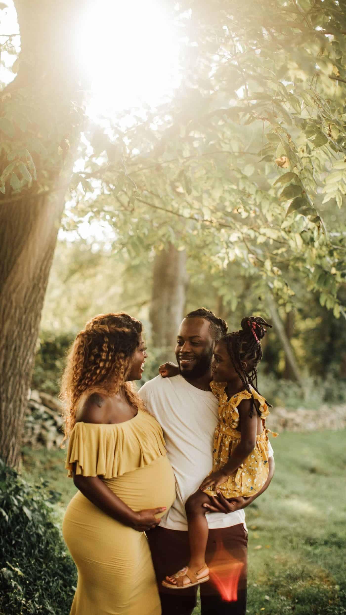 pregnancy photoshoot idea - family