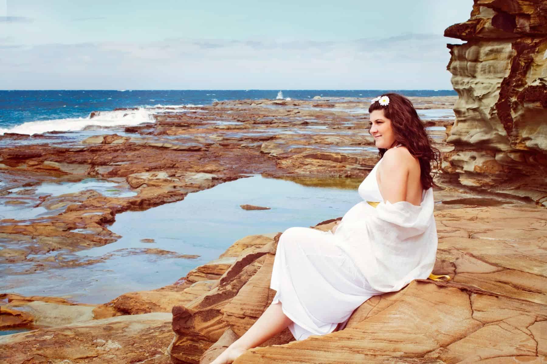 seaside maternity shoot photo